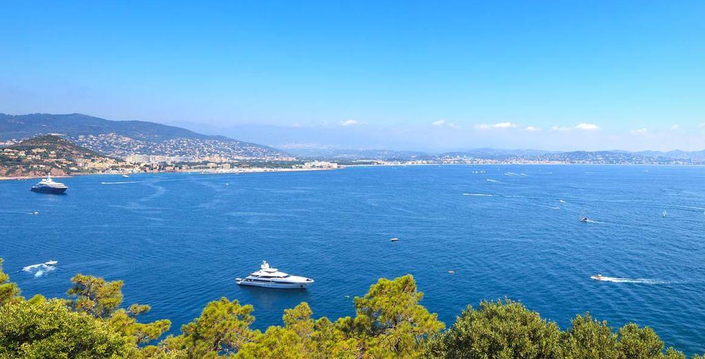 che si affacciano sulle acque cristalline del Mediterraneo