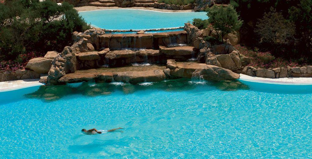 Dedicatevi al benessere in una delle piscine ricavate dalla roccia