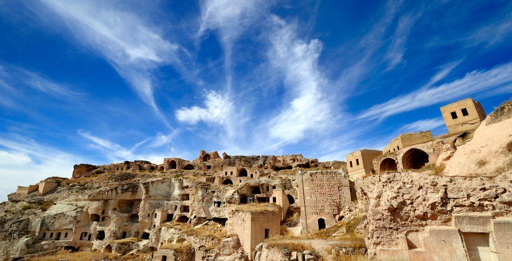 La Cappadocia tra pinnacoli di roccia e chiese rupestri
