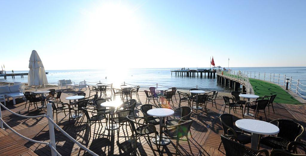 con un fantastico bar sul mare!