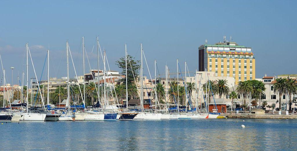 situato in posizione strategica vicino al centro storico e al porto turistico