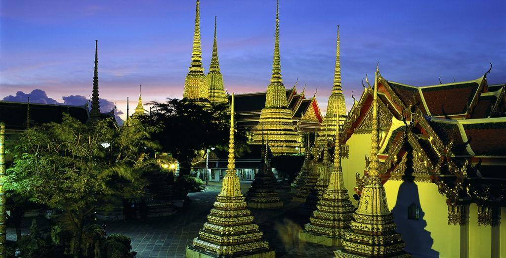 Visitate il Wat Pho, tempio buddhista composto da un insieme di edifici situati nel centro di Bangkok