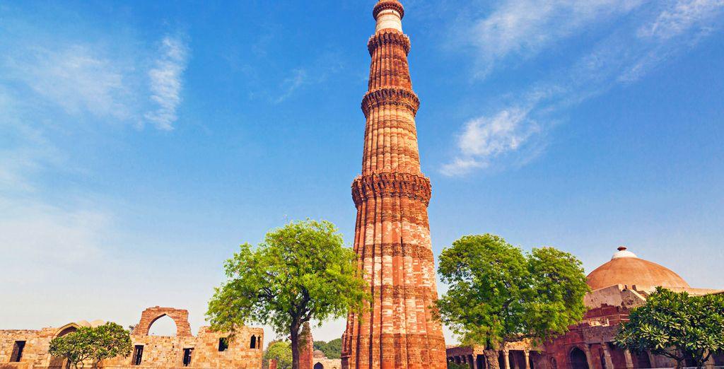Il Qtub Minar di Delhi,  il più alto minareto in mattoni del mondo