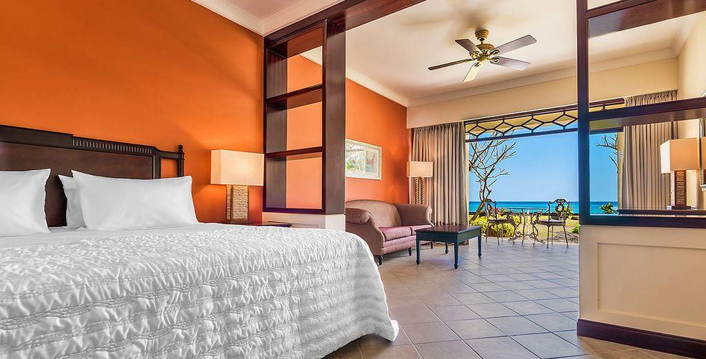 Per le famiglie, l'hotel offre le eleganti e luminose Camere Premium Deluxe vista oceano