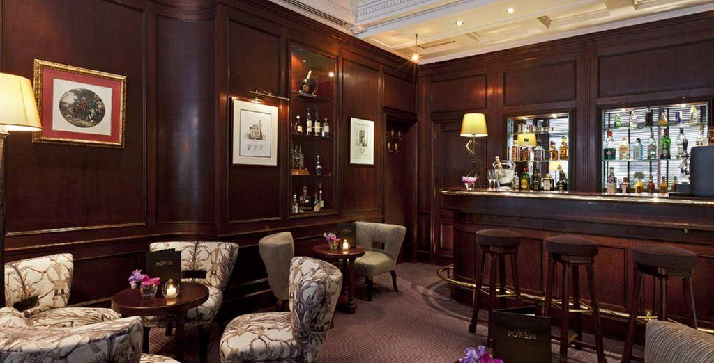 il bar è il luogo ideale per sorseggiare un cocktail in compagnia
