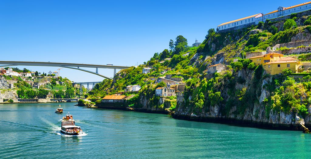 e il celebre fiume Douro con la sua valle
