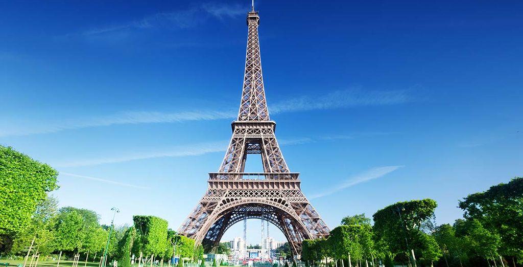 con le sue numerose attrazioni come la nota Tour Eiffel