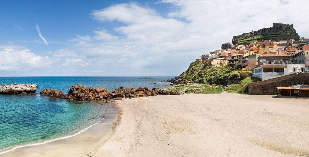 Approfittate di una bella giornata di sole per tuffarvi nelle acqua cristalline di Castelsardo