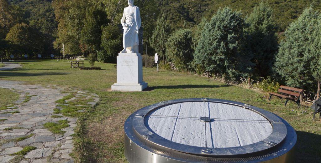 Proseguite per Stagira, città natale del filosofo Aristotele