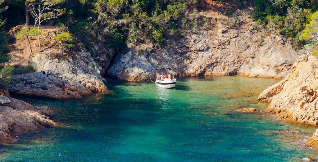 Ammirate il mare blue della Costa Brava.