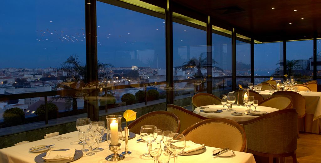 Concedetevi una cena romantica ammirando uno scorcio della città