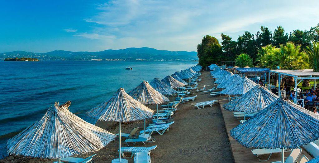 Durante le giornate più calde potrete rilassarvi presso la spiaggia privata della struttura
