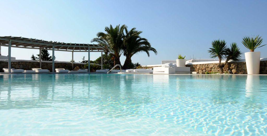 Concedetevi un tuffo rinfrescante nella splendida piscina dell'hotel