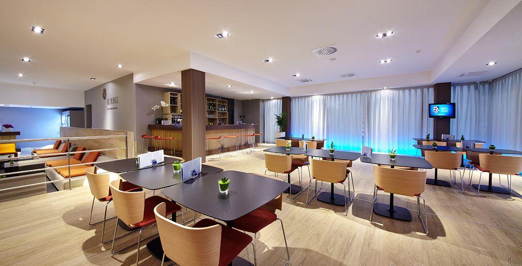 e di un lounge bar dove ordinare cocktail e vini pregiati abbinati a snack