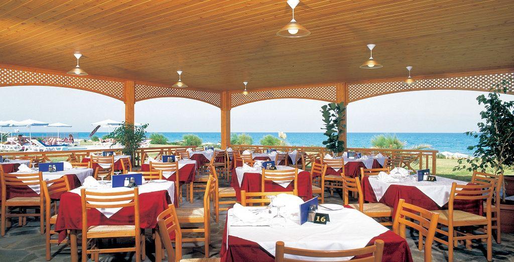 I ristoranti della struttura vi offriranno i sapori della cucina greca ogni giorno