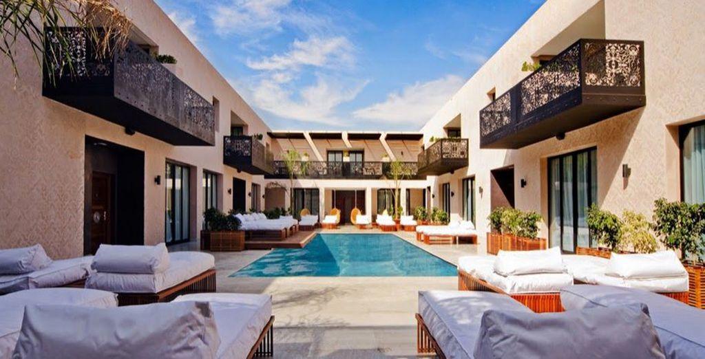 All'esterno vi aspettano ben tre piscine