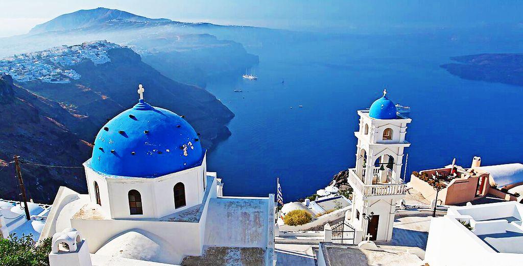 Partite per la splendida Santorini