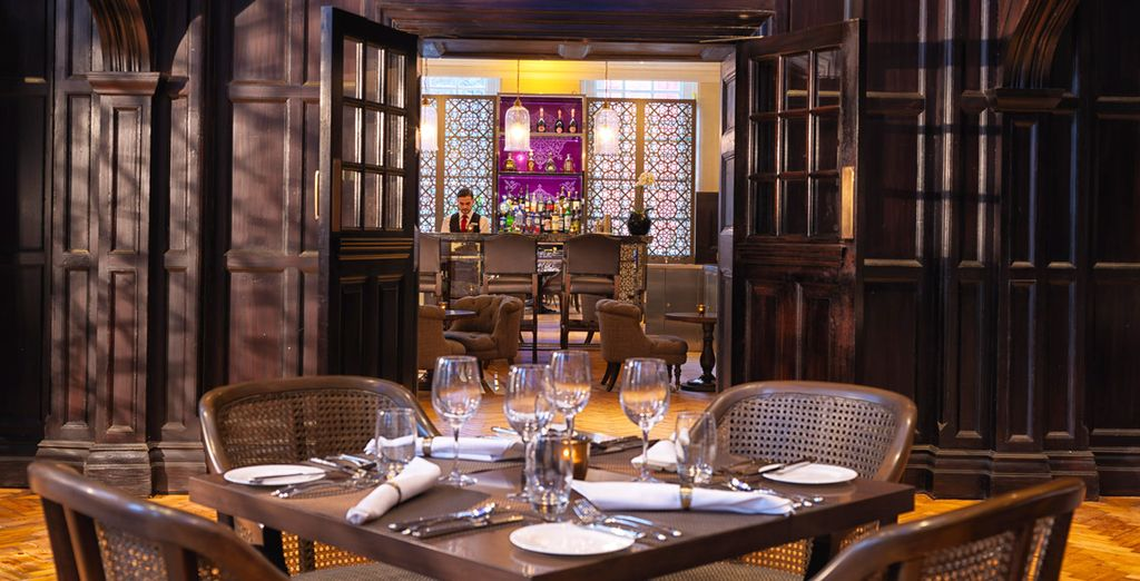 Accomodatevi in uno dei punti di ristoro dell'hotel ed assaporate il meglio della cucina indiana