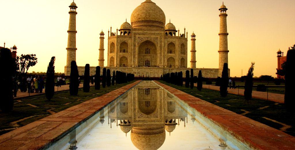Ad Agra, vi aspetta il maestoso Taj Mahal, simbolo dell'amore infinito...