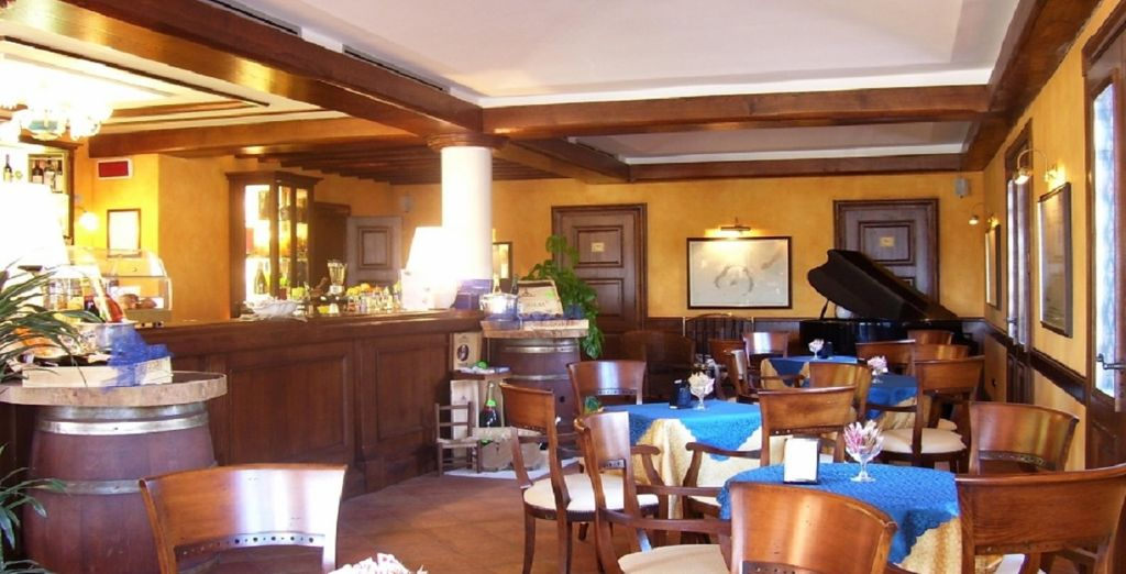 Vi potrete rilassare nel bar dell'hotel, iniziando la giornata con una colazione gustosa