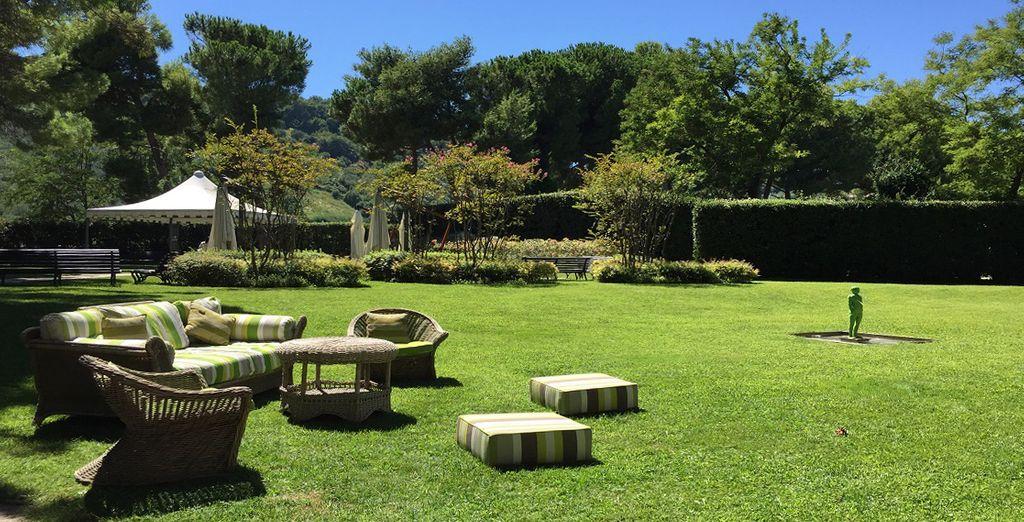 Il bellissimo giardino esterno è l'ideale per momenti dedicati alla tranquillità