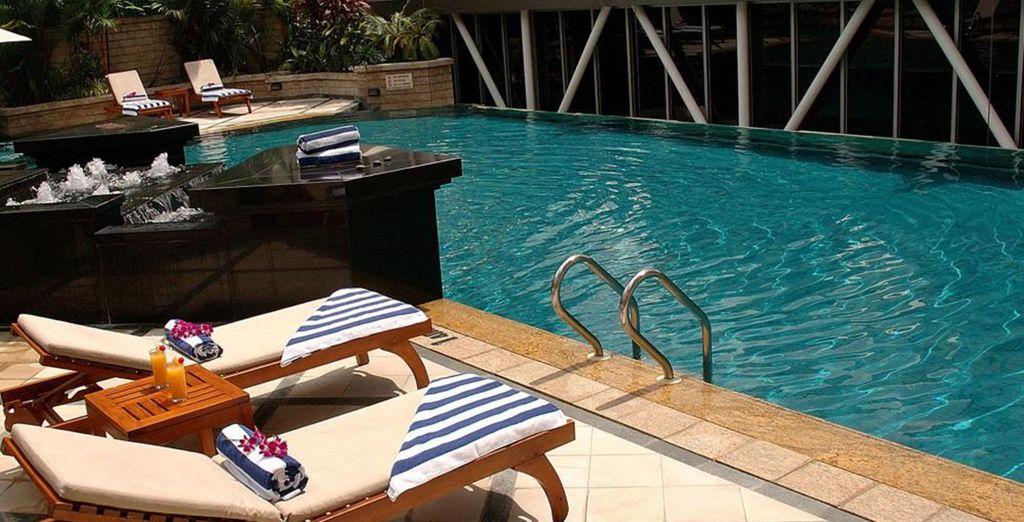 La piscina vi attende per un momento di relax
