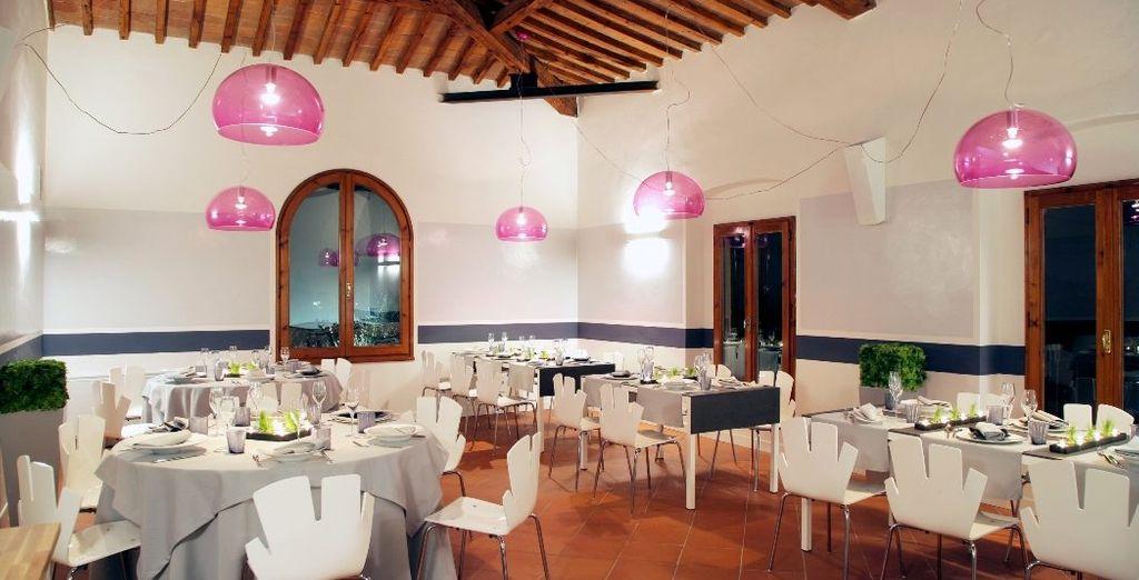 Il ristorante offre una cucina tradizionale toscana rivisitata in chiave moderna