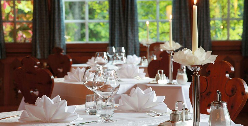 L'area ristorante mantiene lo stile altoatesino che caratterizza l'albergo