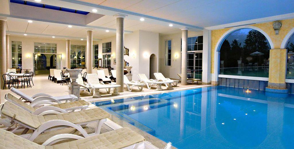 Una meravigliosa piscina interna riscaldata