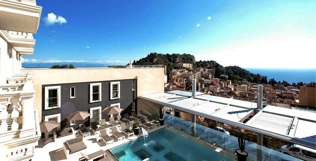 Benvenuti nella bellissima Taormina, per voi abbiamo scelto un hotel affascinante.