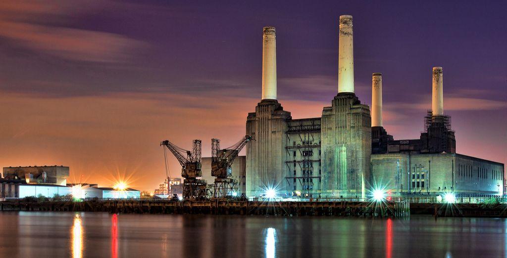 il quartiere é famoso per la Battersea Power Station, conosciuta per la copertina dell'album Animals dei Pink Floyd
