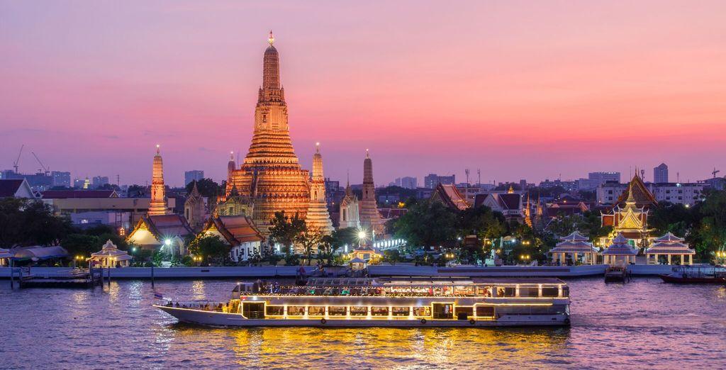 E vivere una splendida serata a bordo di una crociera sul fiume il fiume Chao Phraya con cena, tutto incluso nella vostra offerta