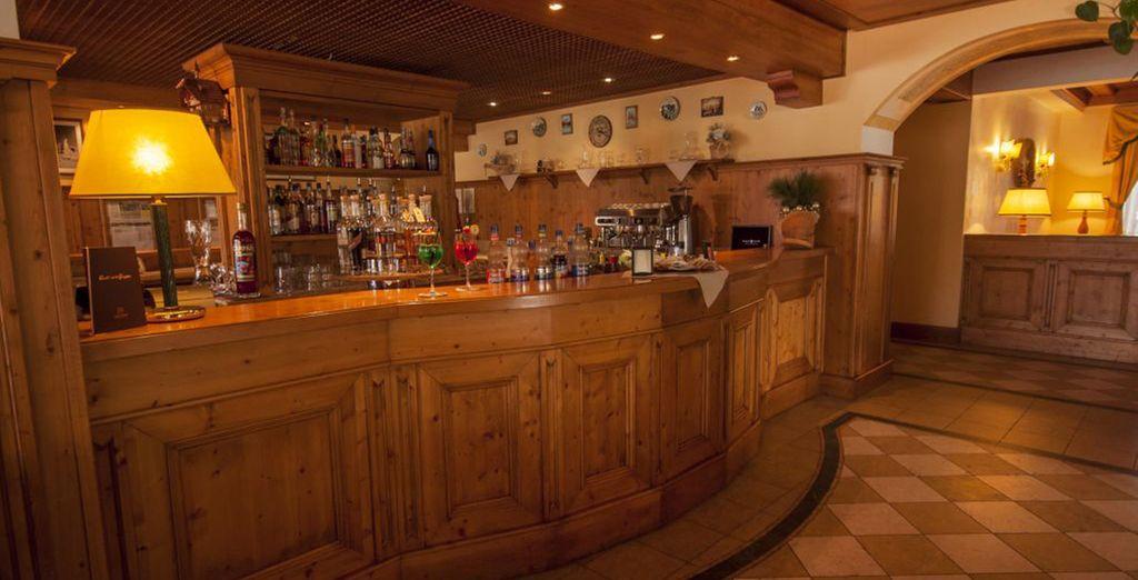 O godetevi un drink al bar con gli amici