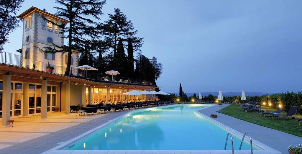 Tuffatevi nella piscina esterna dove godere del massimo del relax