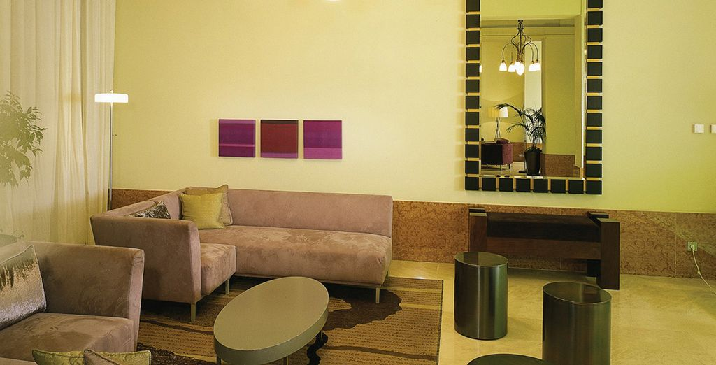 Gli interni invitano al relax e a godersi gli ambienti particolarmente lussuosi