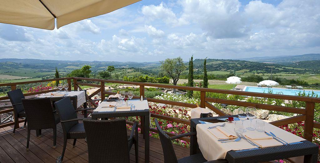 Lasciatevi tentare dalla tipica cucina toscana nel ristorante panoramico