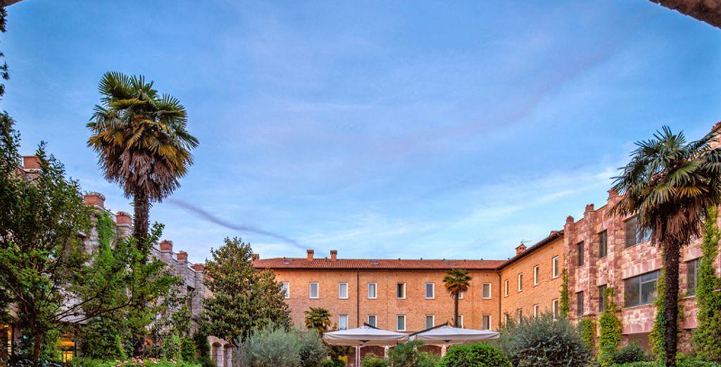 La struttura è frutto del recupero dell'albergo francescano di Santa Maria degli Angeli di Assisi