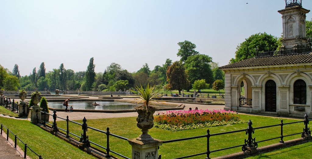 Potrete visitare i grandi parchi che colorano la città