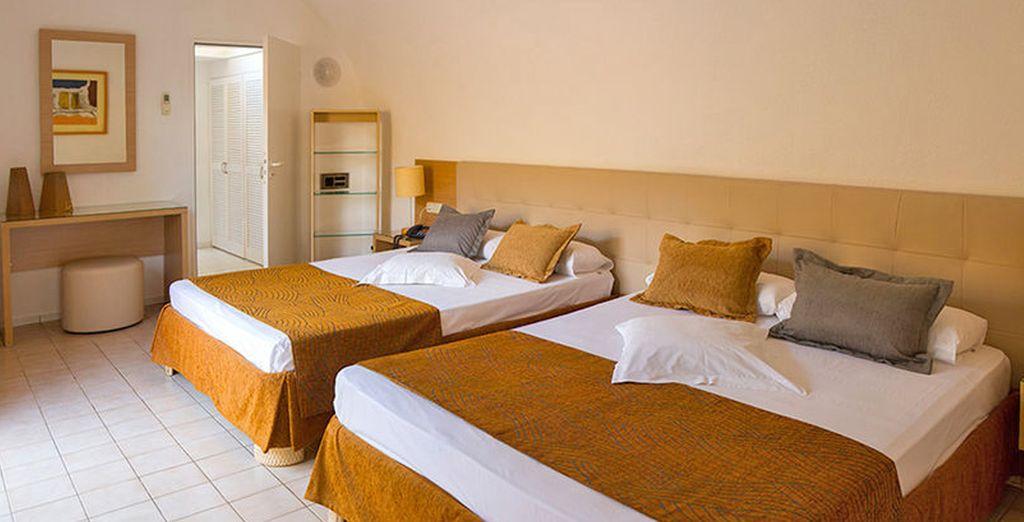 Le vostre Junior Suite Deluxe con giardino privato, doccia esterna e vasca idromassaggio vi aspettano