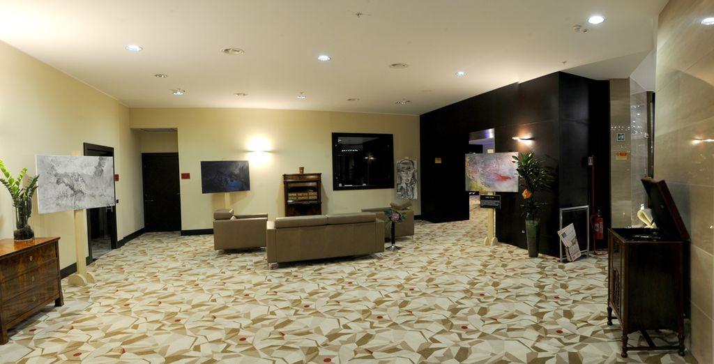 Un hotel dagli ambienti eleganti e spaziosi