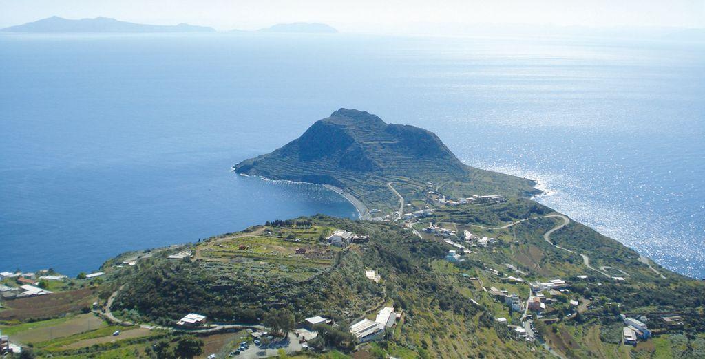 Ed infine l'isola di Filicudi, un gioiello naturale dalla bellezza unica.