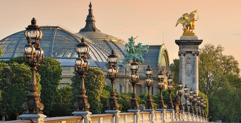 Passeggerete per le vie di Parigi