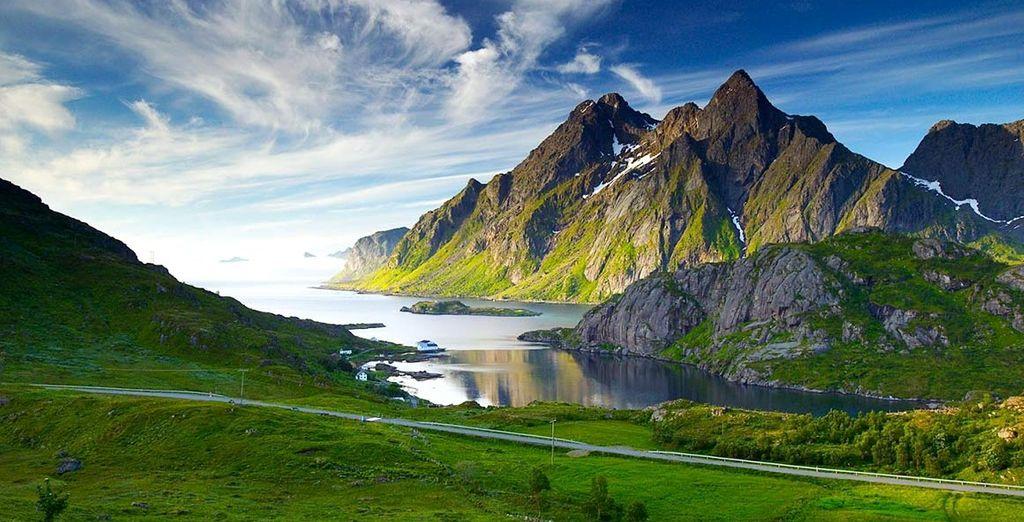 Fotografia della Norvegia, delle sue ripide montagne e fiordi