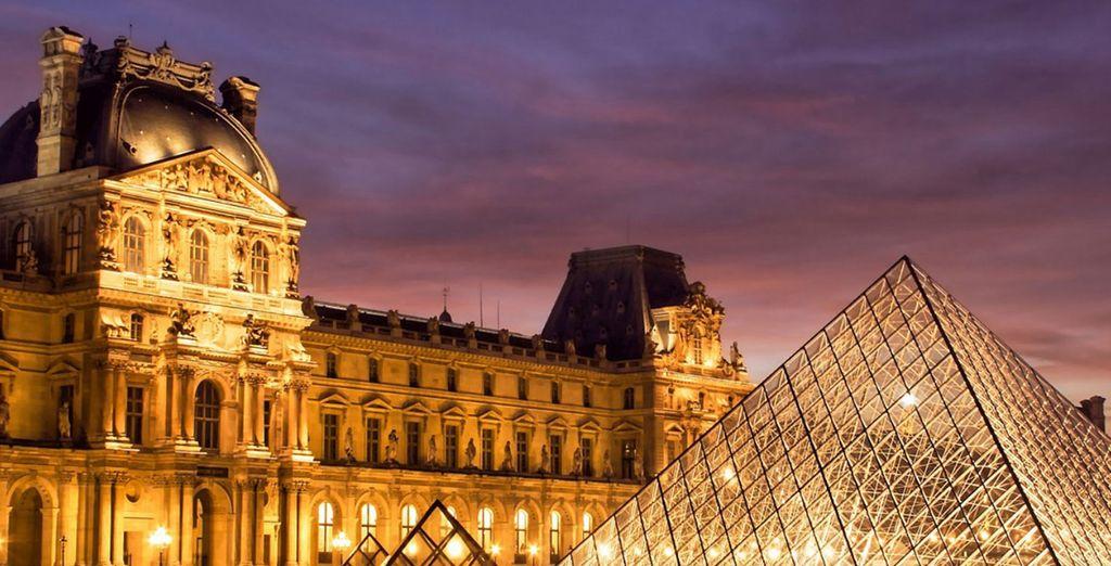 Fotografia del Museo del Louvre nella città di Parigi