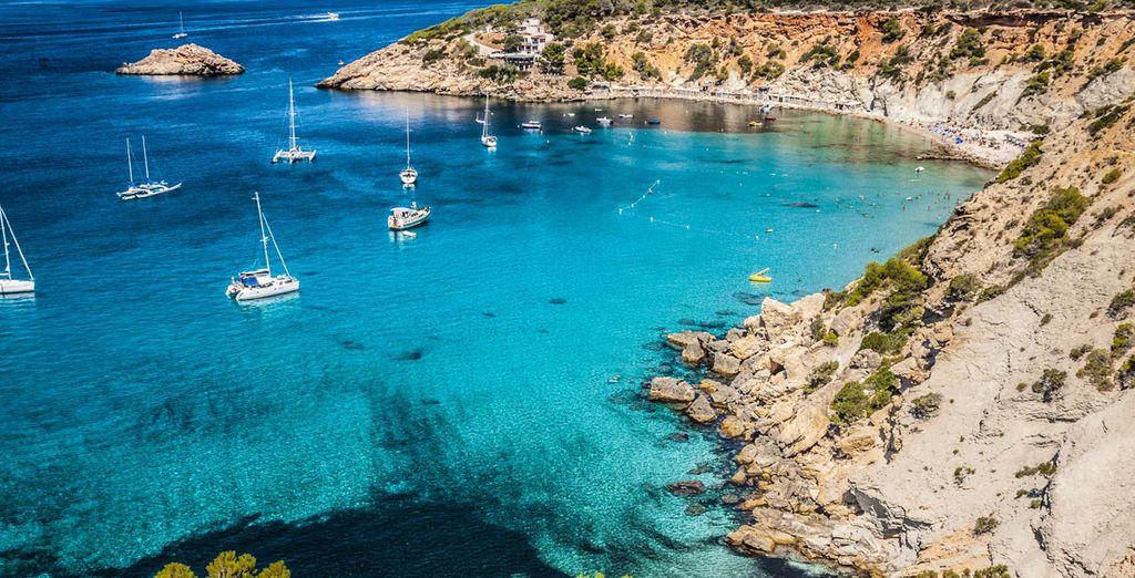 Fotografia delle Isole Baleari, delle loro coste rocciose e del loro panorama sul Mar Mediterraneo