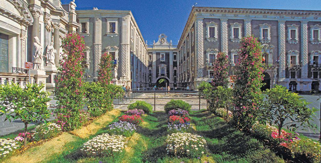 Fotografia di Catania, dei suoi monumenti storici e giardini fioriti
