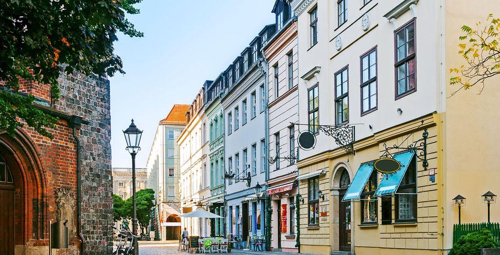 Vicolo pittoresco nella città di Berlino, Germania