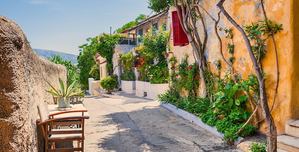 Passaggio attraverso la città di Atene in Grecia