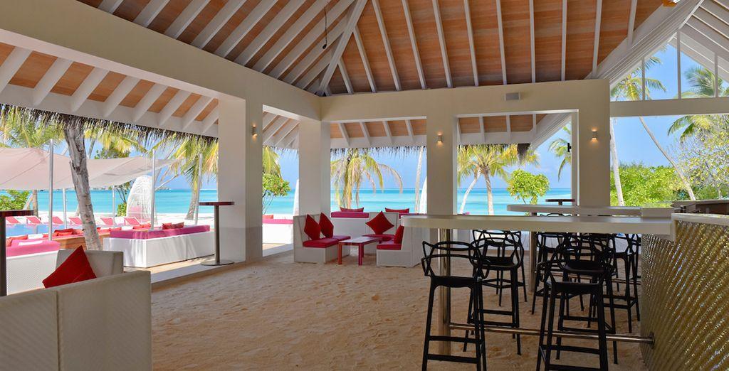 non mancano anche i bar sulla spiaggia