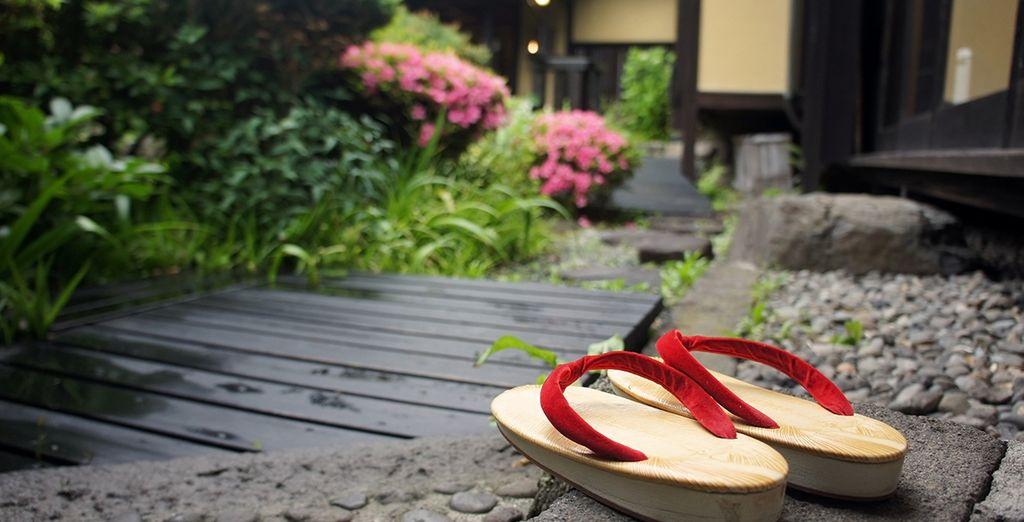 Hotel di lusso con piscina e zona relax da godere durante un tour nel cuore del Giappone